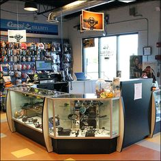 The Dive Rite® cashwrap is the checkout, service, and sales command center for this specialty retailer. Facing inward it allows staff to guide entrants and give instant advice and consultation to t...