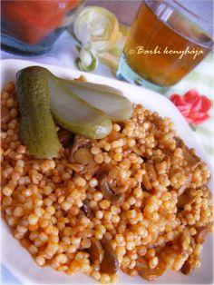 Gombapörköltes sörétes (tarhonya) Hungarian Cuisine, Hungarian Recipes, Hungarian Food, My Favorite Food, Favorite Recipes, Ravioli, Tapas, Cooking Recipes, Meals
