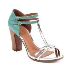 Sandales Cuir Double brides chevilles Lanière doré sur lavant du pieds Talons carré en bois Hauteur talons : env. 9,5 cm :Cuir...sur www.shopwiki.fr ! #chaussures_femme #mode #sandales #talons #femme