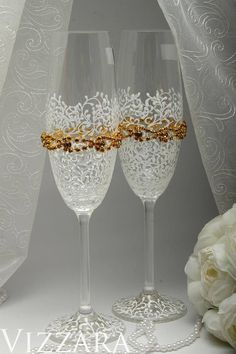 GOLD Wedding champagne flutes Gold champagne flutes Engraved