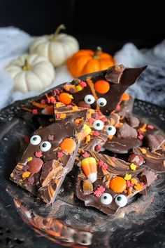 Boo Bark Creepy Halloween, Halloween Treats, Halloween Chocolate, All Grown Up, Autumn Inspiration, Simply Beautiful, Healthy Recipes, Healthy Food, Pumpkin