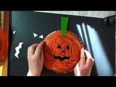 Polkkaponi - Krakleerattu kurpitsa - YouTube Teet, Pumpkin Carving, Christmas Bulbs, Crafting, Holiday Decor, Youtube, Home Decor, Christmas Light Bulbs, Decoration Home