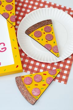 Today I'm sharing a DIY Pizza Craft using DecoArt's new Galaxy Glitter. Fun Crafts For Kids, Summer Crafts, Crafts To Do, Easy Crafts, Arts And Crafts, Birthday Gifts For Best Friend, Best Friend Gifts, Craft Party, Diy Party