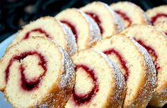 Swiss Roll in 6 Minutes Czech Recipes, Russian Recipes, My Recipes, Sweet Recipes, Cake Recipes, Favorite Recipes, Kolaci I Torte, Good Food, Yummy Food