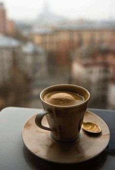 вопрос 3. утренний черный кофе в тишине, у окна с видом на любимый городской пейзаж