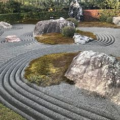 magical & peaceful zen garden designs and ideas 19 Zen Rock Garden, Zen Garden Design, Garden Stones, Organic Gardening, Gardening Tips, Bonsai, Japan Garden, Garden Gifts, Vegetable Garden