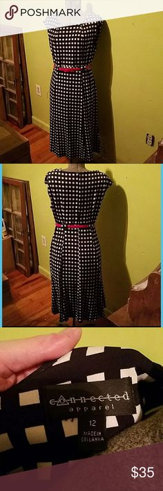 Jersey Checkered dress This dress is super comfortable. Flattering fit. Worn once. Bundle and save on shipping! Connected Apparel Dresses