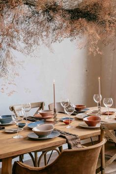 ↠ calm and airy and ready for the foodie friends - that's how you style a grey day! Diy Inspiration, Better Together, Stylists, Table Settings, Dining Table, Bohostyle, Photo And Video, Deco, Create