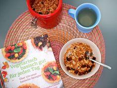 Selbstgemachtes Knusper-Müsli aus dem Kochbuch Vegetarisch basisch gut für jeden Tag