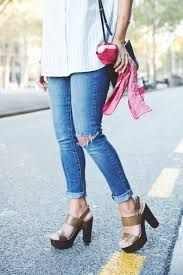 Outfits con jeans. Outfits con pantalones Levis. Cómo llevar unos pantalones vaqueros. Ideas de look casual. Collage Vintage, Heeled Mules, Stiletto Heels, Summer Outfits, Jeans, Shorts, Live, Fashion, Ripped Jeans