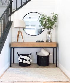 contrast + clean lines creates a perfect entryway photo via Laura Lochrin Interi. contrast + clean lines creates a perfect entryway photo via Laura Lochrin Interiors Decoration Inspiration, Room Inspiration, Decor Ideas, Decorating Ideas, Hallway Decorating, Entryway Decor, Modern Entryway, Entryway Ideas, Wall Decor