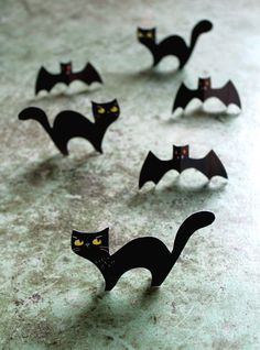 Bats, cats and owls are 3 things! Cute, free and ready to download here -http://printablepaperproducts.com/printable-crafts/halloween-crafts