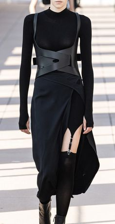 dion lee, spring 2020 Dion Lee, Dark Fashion, Gothic Fashion, High Fashion, Mode Outfits, Chic Outfits, Fashion Outfits, Jacquemus, Apocalyptic Fashion