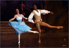 Shannon Glover and Juan Carlos Hern'andez Osma of Joburg Ballet in 'Giselle' - Photo by Bill Zurich