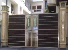 We are offering wrought iron main gate with the taking help of our expert engineers. Our designs of main gate is very popular and also very easy to purchase. Iron Main Gate Design, Gate Wall Design, House Main Gates Design, Steel Gate Design, Front Gate Design, Garage Door Design, House Front Gate, Door Design Images, Gate Designs Modern