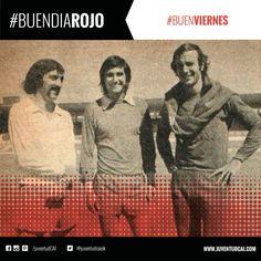 #BuenDiaRojo! #BuenViernes! 😈 Pavoni, Percy Rojas y Perico Pérez previo al entrenamiento en el estadio. Año 1975.