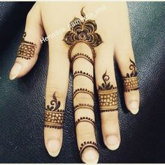 Today I will let you comprehend something about the latest trends in Floral Henna Design as I have amazing designs for you. Henna Flower Designs, Finger Henna Designs, Henna Tattoo Designs Simple, Flower Henna, Mehndi Designs For Fingers, Beautiful Henna Designs, Mehndi Art Designs, Latest Mehndi Designs, Simple Henna