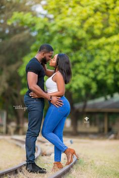 It was the Girl Next Door Kinda Love Story for Maame & Jeremy Couple Photoshoot Poses, Couple Photography Poses, Couple Posing, Couple Shoot, Cute Black Couples, Black Couples Goals, Couples In Love, Couples African Outfits, Couple Outfits