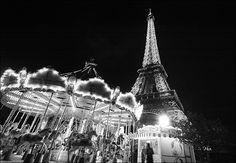 Manège et tour eiffel à Paris