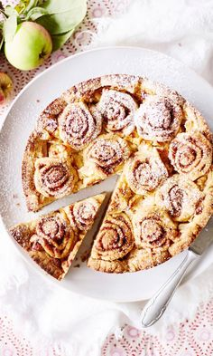 Korvapuustifanin omenapiirakka | Maku Vegan Dessert Recipes, No Bake Desserts, Cooking Recipes, Just Eat It, Sweet Pastries, Foods To Eat, Vegan Foods, I Love Food, Yummy Cakes