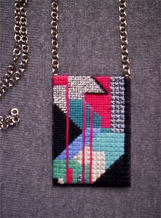 necklace-closeup-with-chain.jpg 250×337 pixels