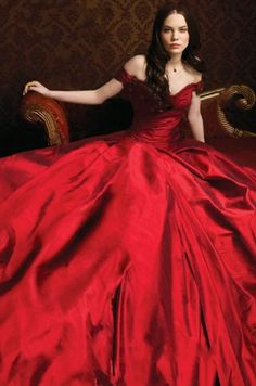 Rumors (Luxe series by Anna Godbersen. Red Fashion, Womens Fashion, Red Gowns, Shades Of Red, Lady In Red, Ball Gowns, Glamour, Victoria, My Style