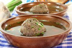 Leberknödel sind zwar deftig, aber sie sind einer der beliebtesten #Suppeneinlagen. Dieses Rezept schmeckt wunderbar.