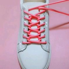 Ways To Lace Shoes, How To Tie Shoes, Diy Fashion Hacks, Diy Clothes And Shoes, Tie Shoelaces, Diy Crafts Hacks, Fancy Shoes, Clothing Hacks, Lace Patterns