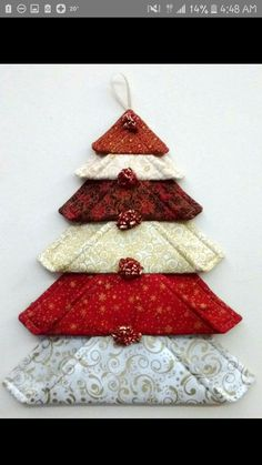 fabric crafts christmas DIY Wall Christmas Tree to Except your Space Wall Christmas Tree, Fabric Christmas Ornaments, Christmas Tree Decorations, Ornaments Ideas, Christmas Placemats, Folded Fabric Ornaments, Christmas Wall Hangings, Christmas Front Doors, Quilted Ornaments