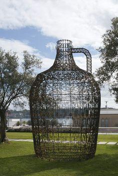 Vasconcelos St. Vinho - outdoor sculpture