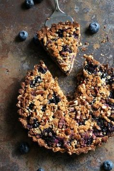 Blueberry Crumb Pie - Perfect as a dessert or for breakfast! Healthy Cake, Vegan Cake, Healthy Treats, Vegan Desserts, Dessert Recipes, Healthy Food, Healthy Breakfast Smoothies, Breakfast Snacks, Vegan Baking