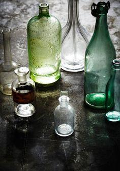Old bottles and glass Antique Bottles, Vintage Bottles, Bottles And Jars, Glass Bottles, Mason Jars, Prop Styling, Message In A Bottle, Bottle Vase, Bottle Stoppers