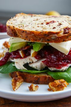 Turkey, Cranberry, Brie and Pear Sandwiches with Avocado and Bacon - Sandwich Recipes Gourmet Sandwiches, Healthy Sandwiches, Turkey Sandwiches, Wrap Sandwiches, Sandwich Recipes, Steak Sandwiches, Sandwich Ideas, Sandwich Au Brie, Grilled Sandwich