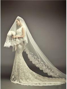 Elegant Mermaid/Trumpet Scalloped-Edge Neckline Chapel Train Lace Wedding Dress