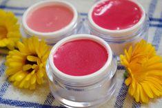 Naučte sa ako si vyrobiť domáci bylinkový balzam na pery Natural Make Up, The Balm, Diy And Crafts, Herbs, Cosmetics, Homemade, Beauty, Masky, Relax