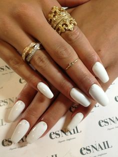 nails white and gold