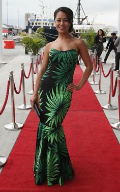 Teuila Blakely Photos - Teuila Blakely arrives for the 2011 New Zealand Film & Television Awards at the Viaduct Events Centre on November 2011 in Auckland, New Zealand. - 2011 New Zealand Film & Television Awards Ethnic Fashion, African Fashion, Samoan Women, Sexy Dresses, Beautiful Dresses, Samoan Dress, France Outfits, Hawaiian Fashion, Island Wear
