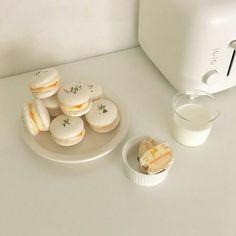 Cream Aesthetic, Aesthetic Food, Think Food, I Love Food, Cafe Food, Food Cravings, Cookies Et Biscuits, Food Photography, Foodies