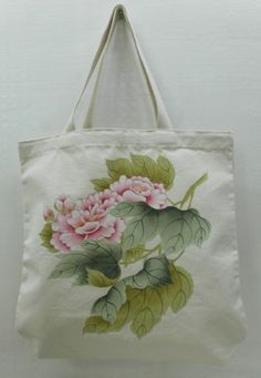 Canvas tote bag with floral design . Ideal for replacing the plastic bags, eco friendly daily use bag. Hand Painted Fabric, Painted Bags, Fabric Painting, Fabric Art, Beach Rock Art, Fabric Paint Designs, Korean Painting, Handmade Stamps, Korean Art
