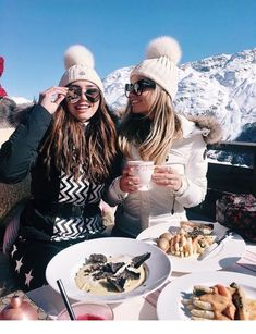 Probably the best lunch ever 🍝😏❄️🗻 Snowboard 🏂 Ski Fashion, Winter Fashion, Mode Au Ski, Snow Pictures, Ski Vacation, Ski Season, Winter Pictures, Best Friend Goals, Winter Photography