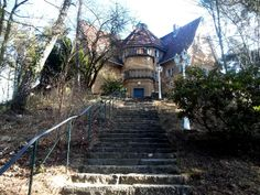 Das Buddistisches Haus, 73 stairs as symbol for Noble Eightfold Path