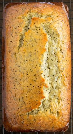 Lemon Poppy Seed Bread - a perfect summer recipe, so lemony and refreshing!