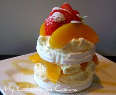 Merengon, one of my favorite desserts while I was in Colombia, I miss mi tierra linda Colombian Desserts, Colombian Food, Colombian Recipes, Comida Latina, Sweet Pastries, Latin Food, Pavlova, Love Food, Sweet Recipes