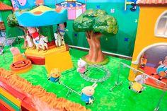 Cenário do parquinho da Peppa para festa infantil no tema. Todos os detalhes no blog Mamãe Prática. Acesse: http://mamaepratica.com.br/2014/08/22/festa-da-peppa-pig/ decoração infantil, festa infantil, festa, Peppa Pig, festa da Peppa, porquinha, criança, infância
