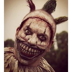 American Horror Story: Freak Show (I thought Pennywise from It was the scariest clown up until I saw Twisty from AHS! American Horror Story Freak, Horror Photography, Nerd, Creepy Clown, Creepy Monster, Evil Clowns, Scary Movies, The Villain, Thrillers