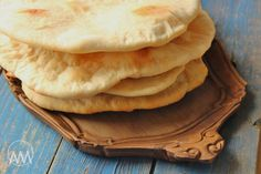 Arabský chléb - pita My Favorite Food, Favorite Recipes, Bread And Pastries, Naan, Apple Pie, Pizza, Food And Drink, Homemade, Baking