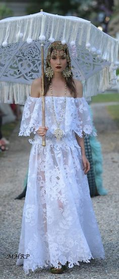 Dolce & Gabbana's latest Alta Moda takes place at Lake Como, Italy_vogue.com.it