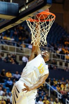 Dec. 2, 2013 — WVU 96, Loyola (Md.) 47 (Photo: AP)