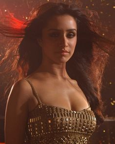 Shraddha Kapoor is an Indian Film Actress and Singer who works in Hindi films. She is also Lyricist and Designer. Shraddha Kapoor made her screen debut in Hindi movie Teen Patti Bollywood Heroine, Bollywood Actress Hot Photos, Indian Bollywood Actress, Bollywood Girls, Beautiful Bollywood Actress, Most Beautiful Indian Actress, Indian Film Actress, Bollywood Fashion, Beautiful Actresses
