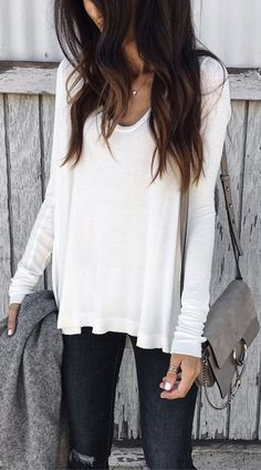 White Knit / Dark Ripped Skinny Jeans / Grey Shoulder Bag